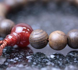 男性用数珠(京念珠)神代杉・瑪瑙仕立の通販・販売